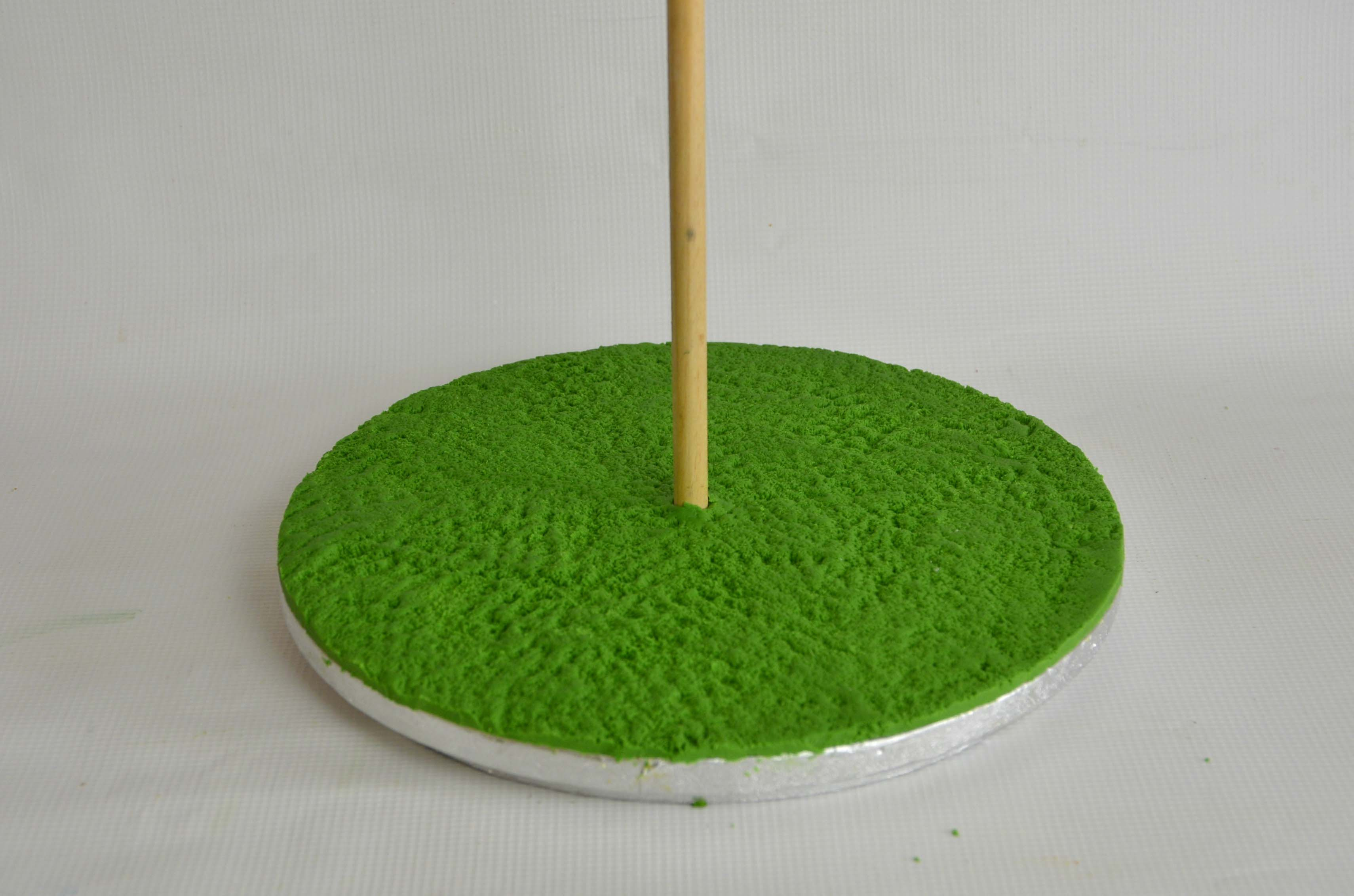 Brushed green sugarpaste
