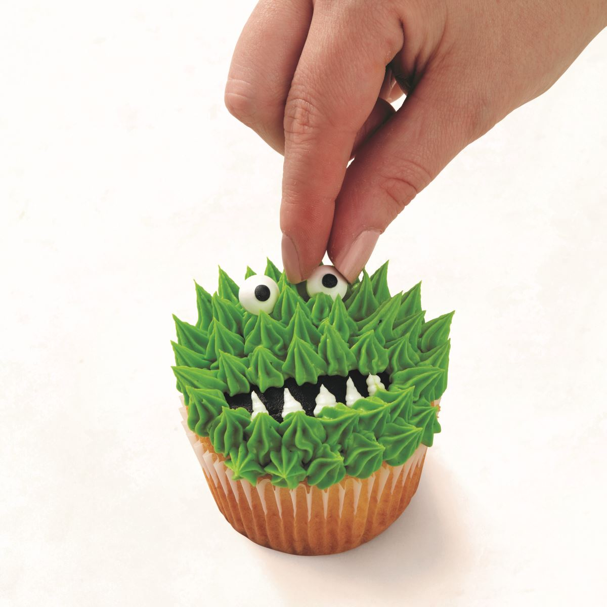 GREEN MONSTER CUPCAKE step 4