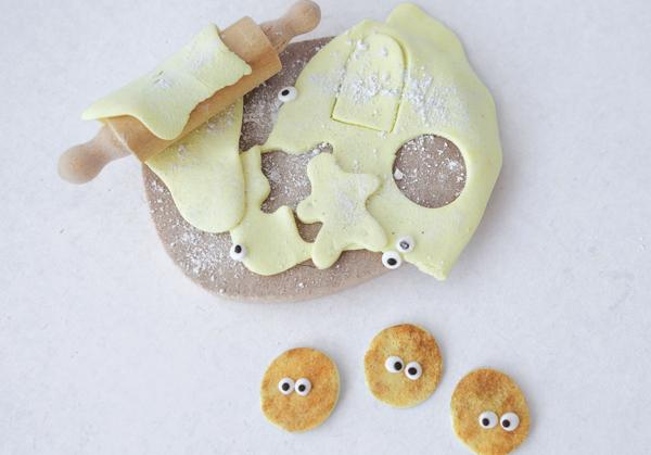 round miniature cookies