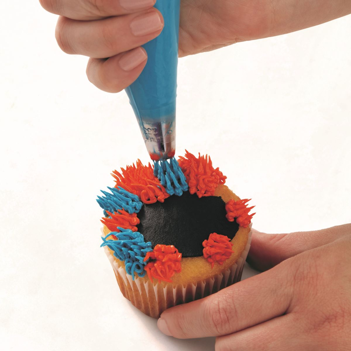 BLUE AND ORANGE MONSTER CUPCAKE step 5