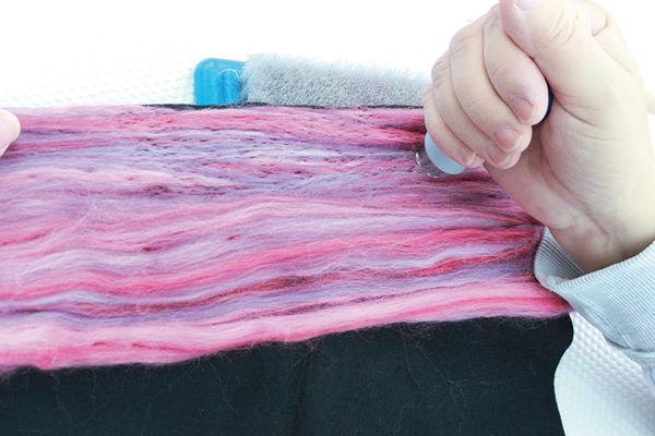 Using felt needle multi-tool to work fibres in