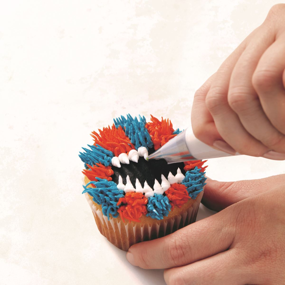 BLUE AND ORANGE MONSTER CUPCAKE step 6