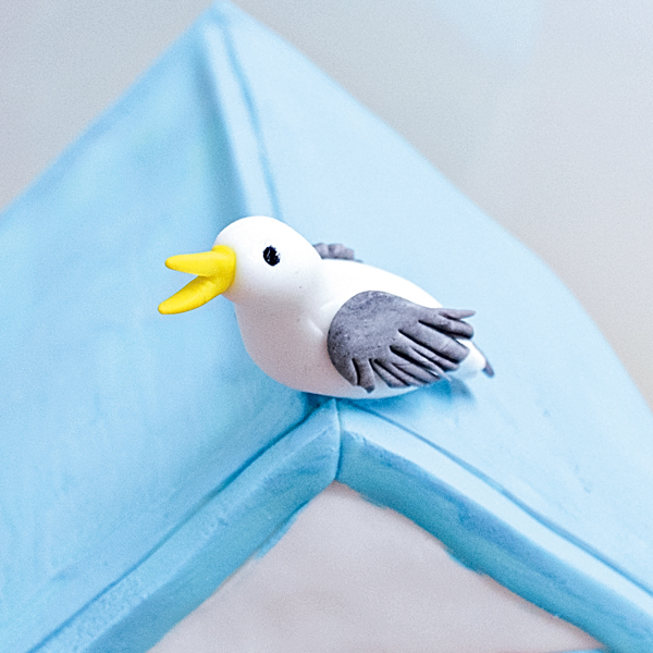 attaching-the-seagull-to-the-cake