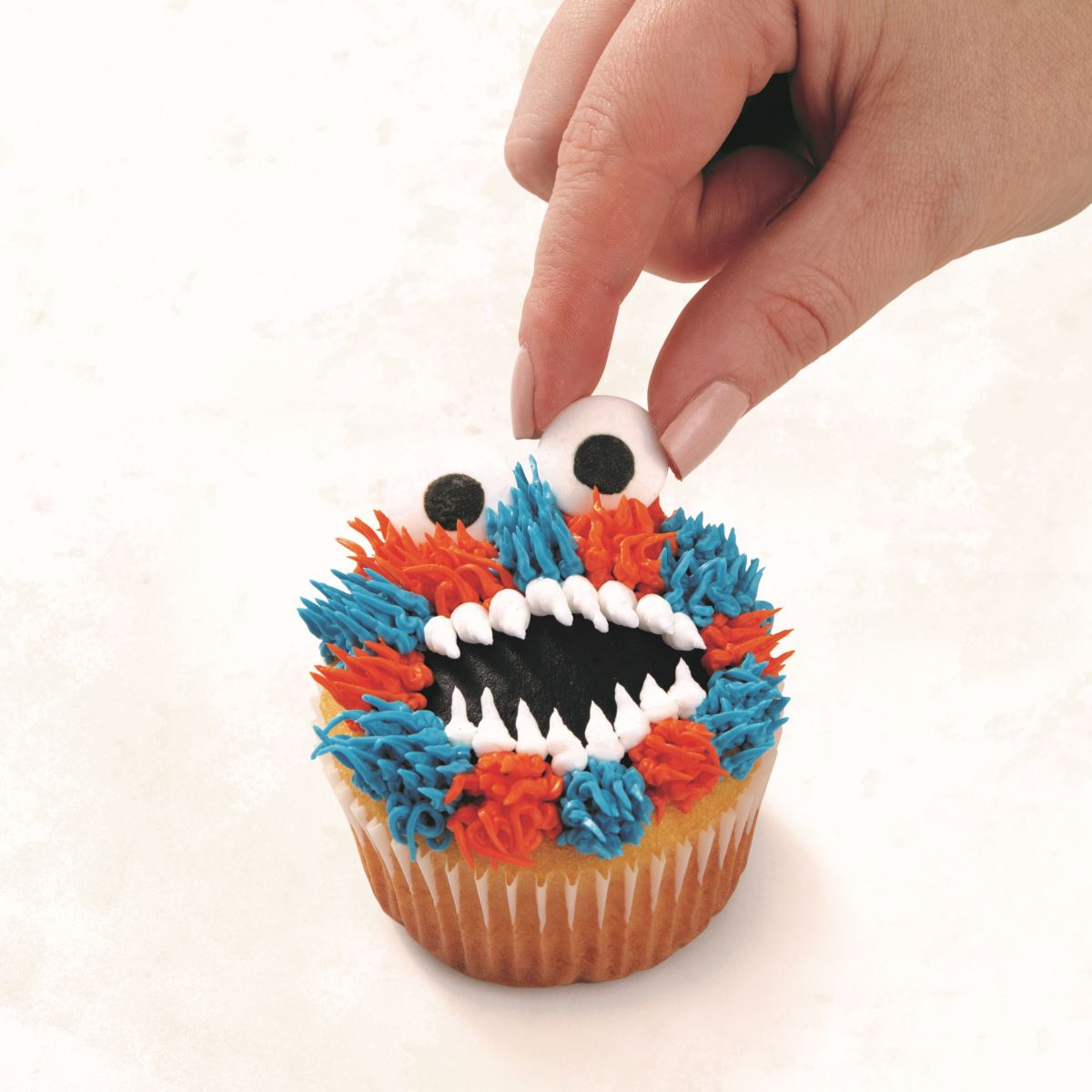 BLUE AND ORANGE MONSTER CUPCAKE step 8