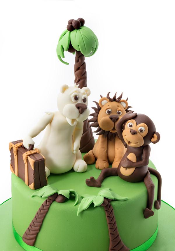 Animal-Island-cake-fondant-modelling