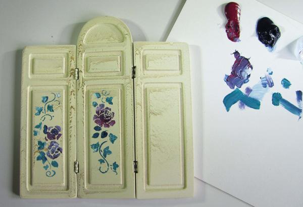 Stencilled florals on miniature screen
