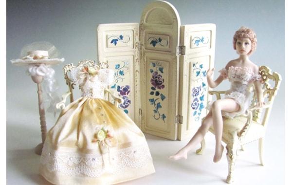 DIY stencilled dolls house screen