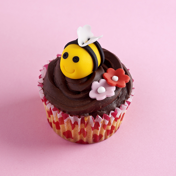 Mothers-Day-Bee-made-from-sugarpaste