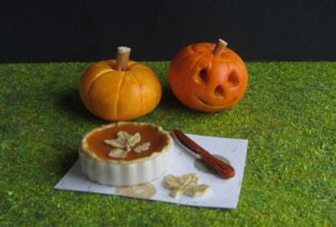 miniature carved pumpkin & pumpkin pie