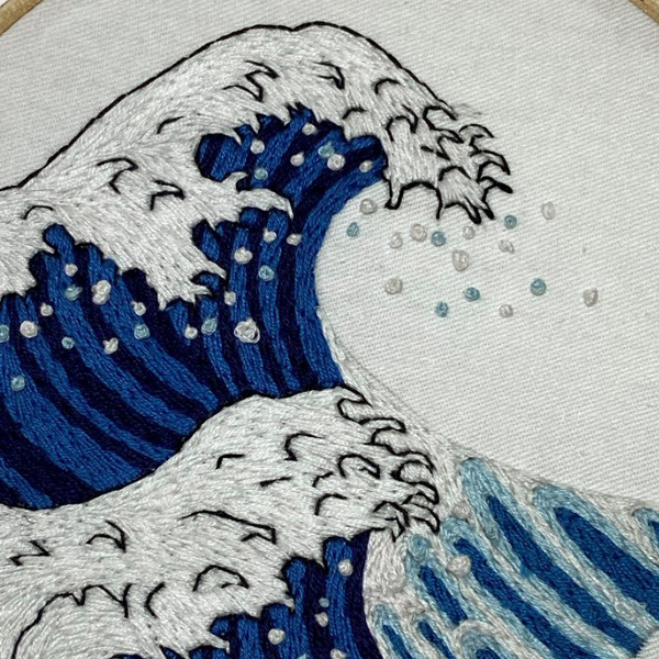 Embroidered wave with water droplets effect