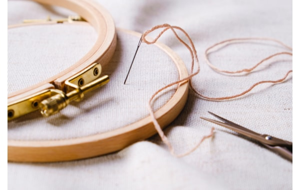 embroidery-hoop-needle-thread
