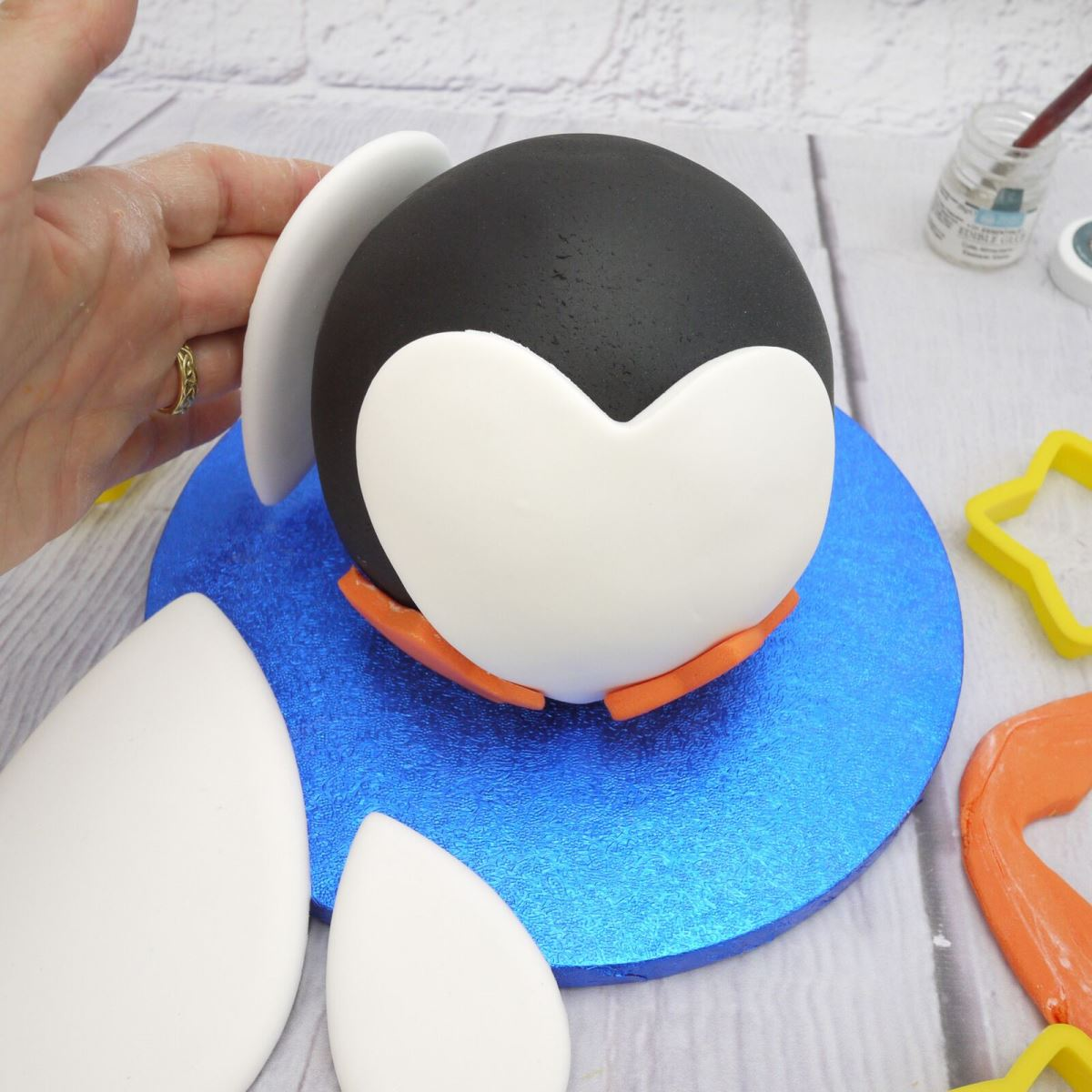 Penguin cake step 3