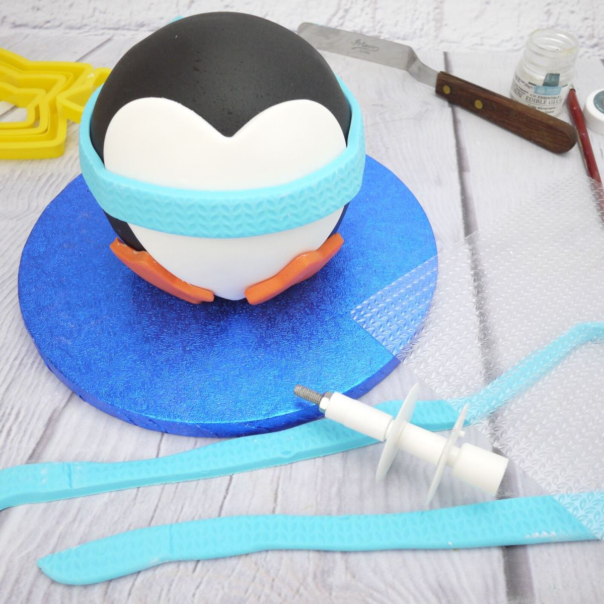 Penguin cake step 4