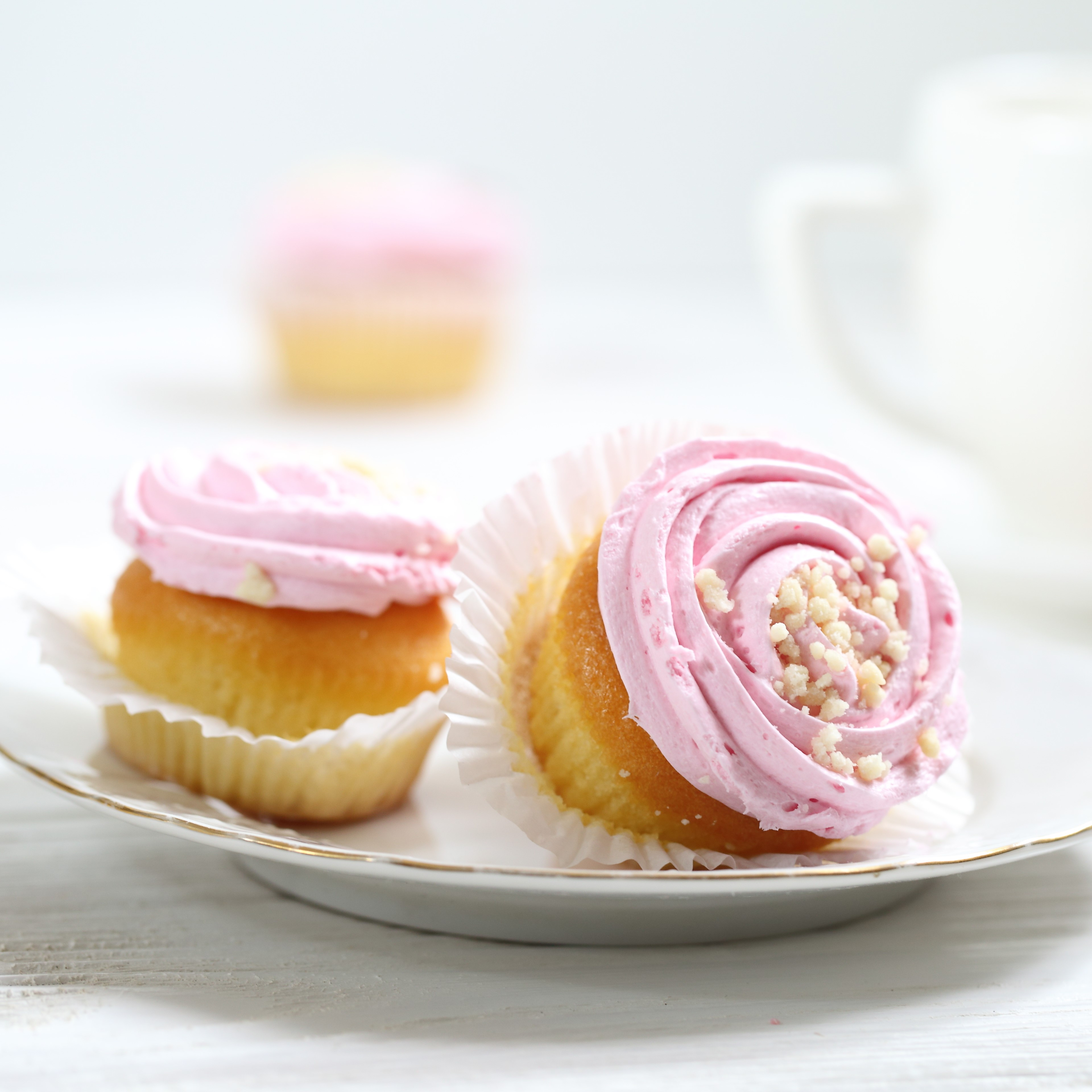 Yoghurt icing healthy cupcake