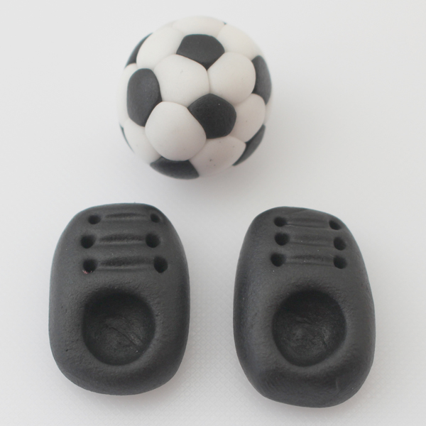 sugarpaste-football-and-football-boots