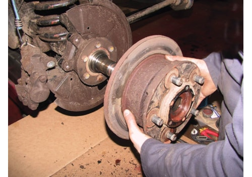 Defender_rear_disc_brakes