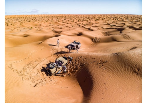 Series III and Defender Wolf stuck in Libyan desert