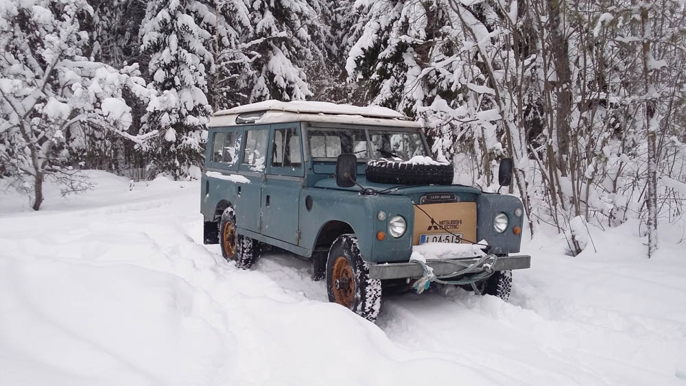 Series Land Rover in the snow in Norway