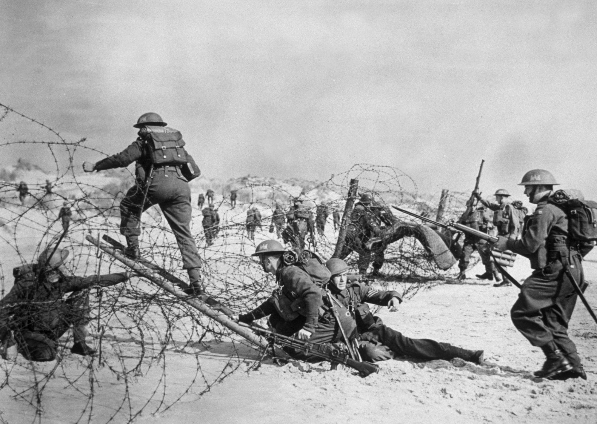 British troops come ashore
