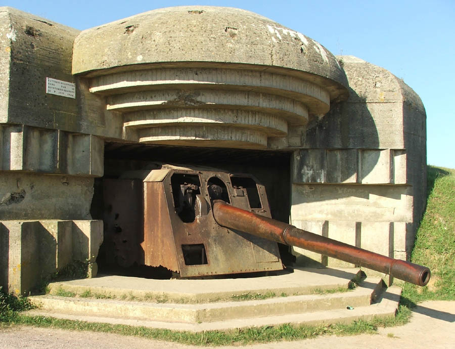152mm naval gun in the battery at Longues-sur-Mer