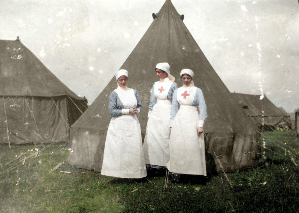Grace Durant (right) was a Red Cross VAD nurse who served at St David's Hospital on Malta