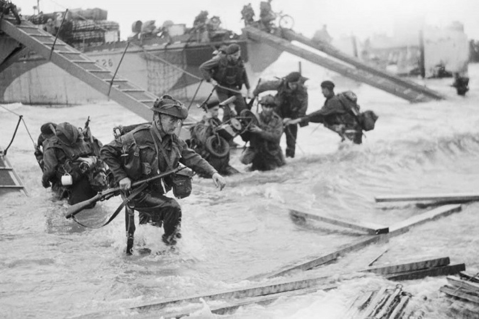 Royal Marine Commandos of headquarters, 4th Special Service Brigade, making their way from onto the 'Nan Red' sector of Juno Beach at St Aubin-sur-Mer, on the morning of 6 June 1944.