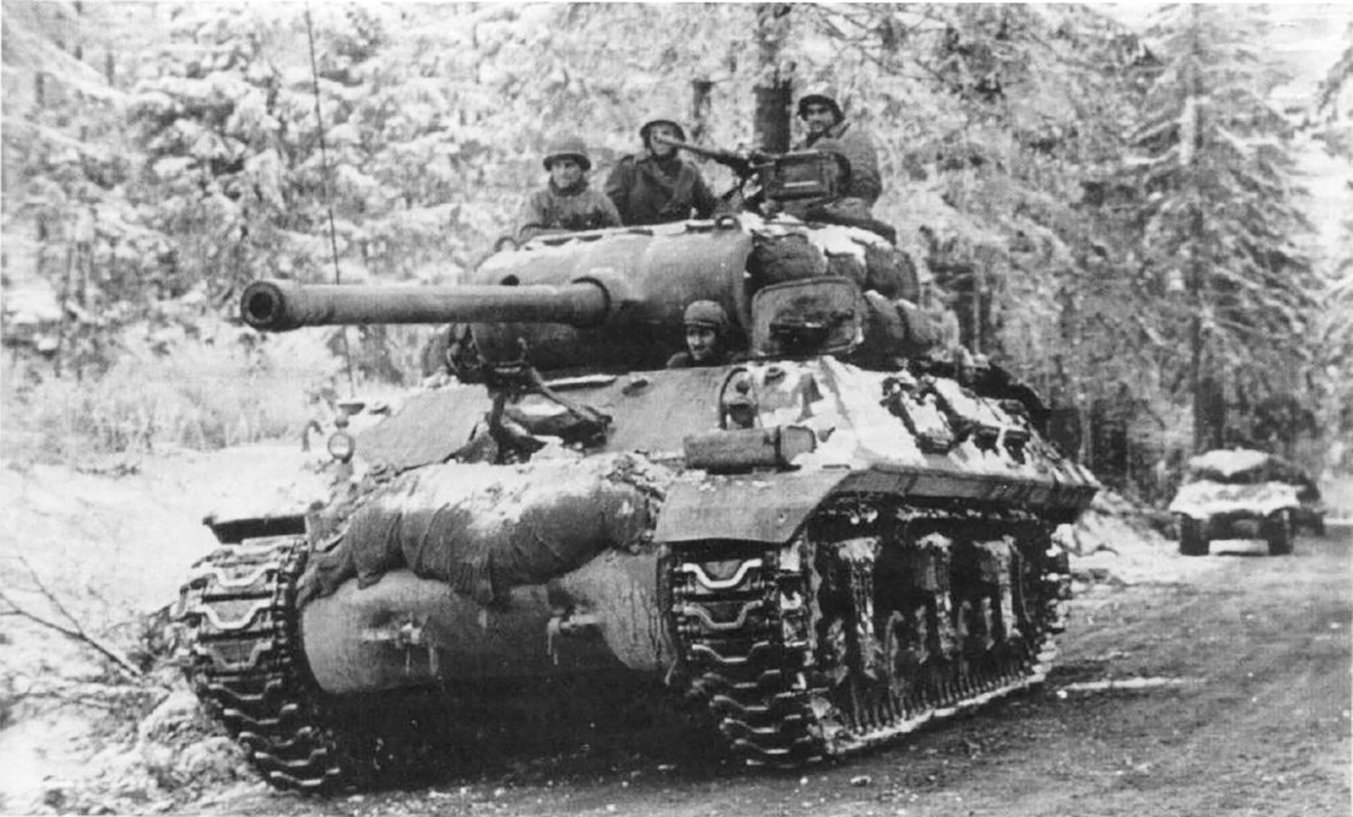 M36 JAckson tank destroyer fighting in the Bulge