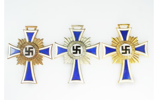mothers-cross-bronze-silver-gold_web-02986.jpg