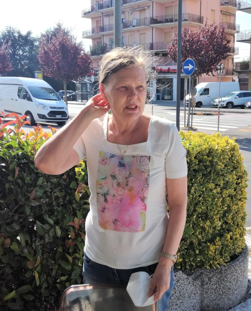 Silvia con le rose bianche1