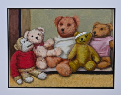 Teddy bears in a shoebox