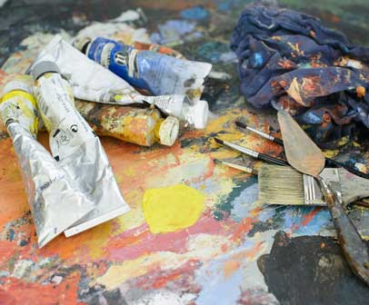 Types of acrylic paint and brushes