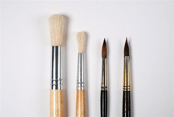Round paint brushes