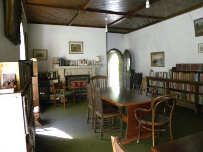 Library in Hall with Wifi