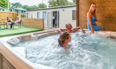 Andrewshayes Holiday homes with hot tubs