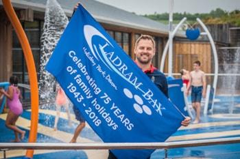 Swimming world champion opens Devon holiday park's new Splash Zone