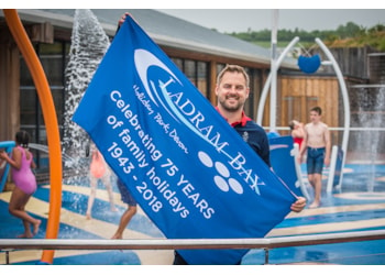 Swimming world champion opens Devon holiday park's new Splash Zone