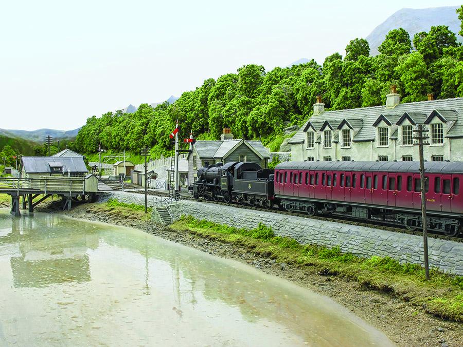 BR Western Region 00 gauge model railway layout