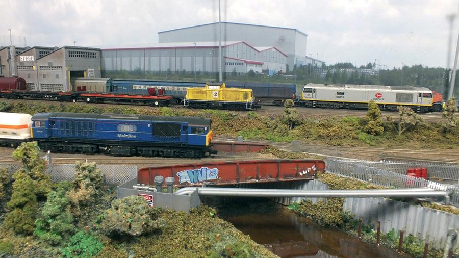 N gauge industrial yard Class 58 Mainline