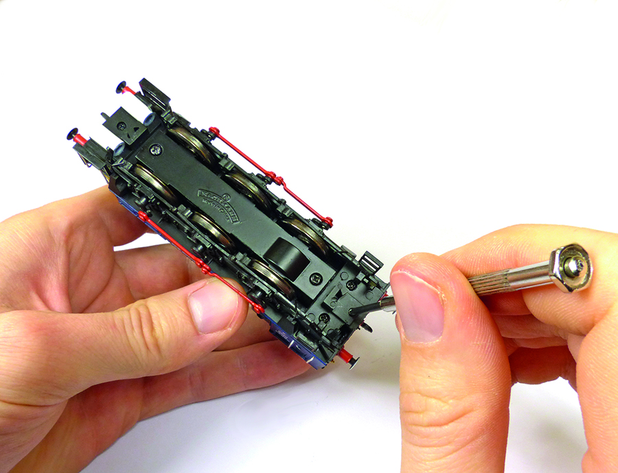 Bachmann Class 08 disassembly