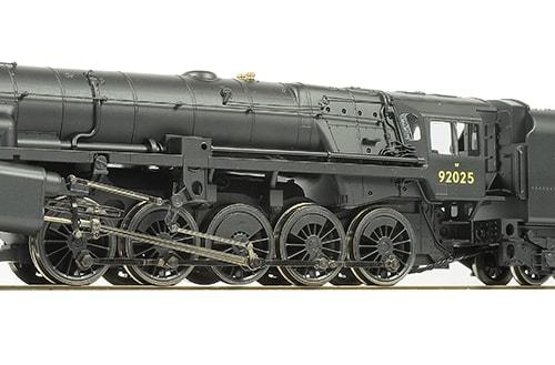 1---Hornby-Railroad-Crosti-R3396TTS-01-25283.jpg