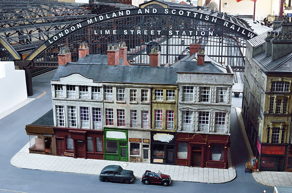 Liverpool Lime Street in EM gauge