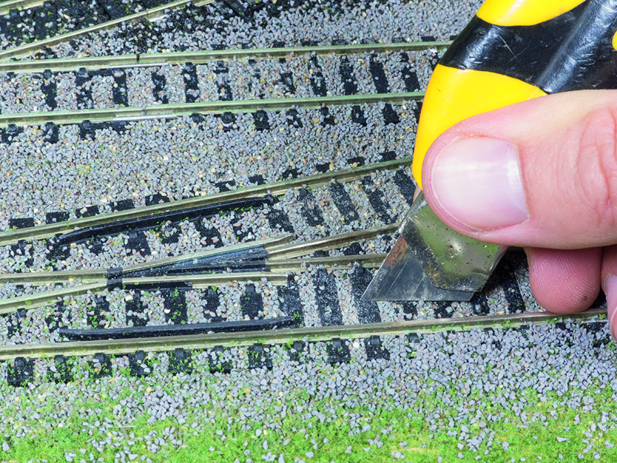 How to lay ballast, model railway, clearing ballast from sleepers