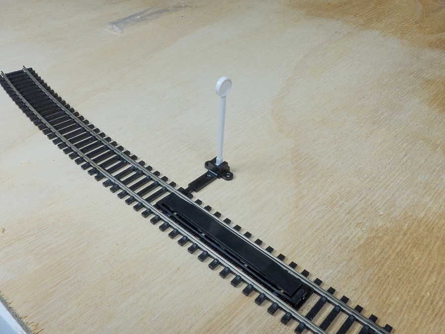 Hornby uncoupling marker post