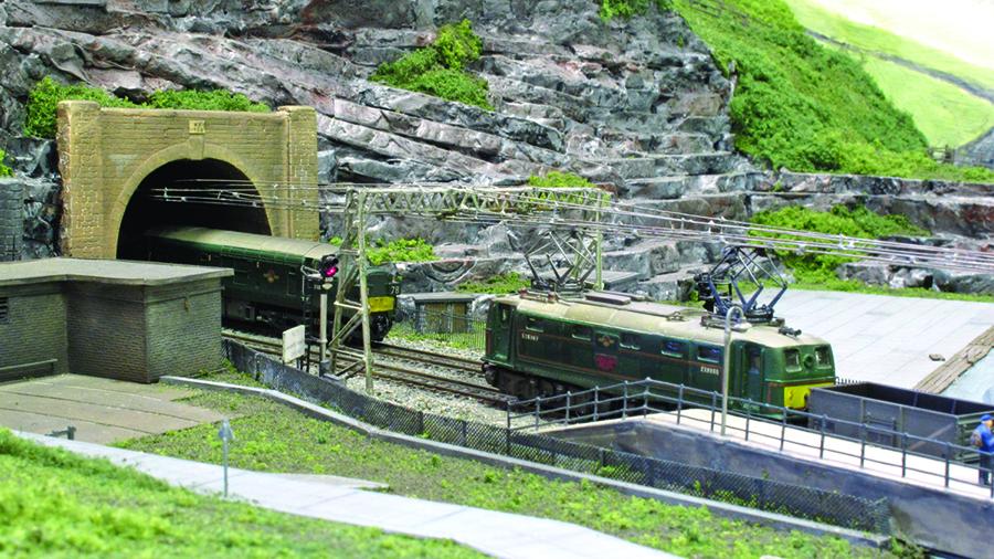 N gauge Class 76 Woodhead route