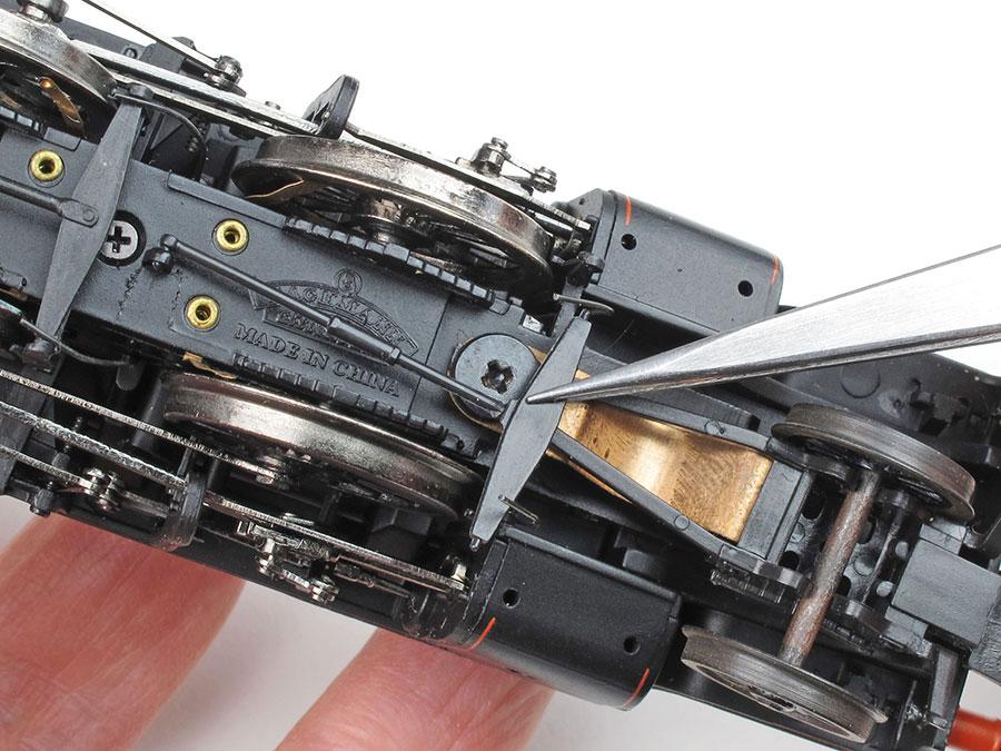 How to fit pickups to older model locomotives