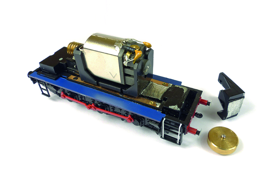 Bachmann Class 08 flywheel removal milling of metal
