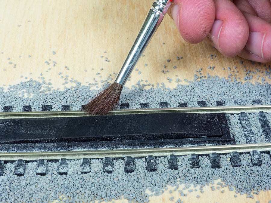 How to lay ballast, model railway, fixing ballast mistakes