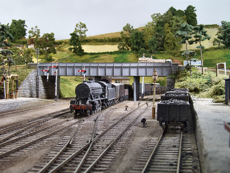 WD Austerity 2-8-0 wartime black 77001