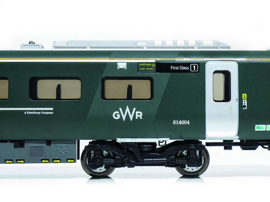 Hornby Class 800 oo gauge review side view model railway accessories