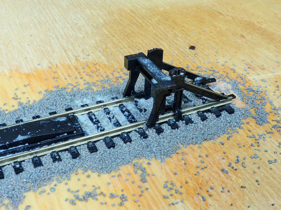 How to lay ballast, model railway, clearing up overspill